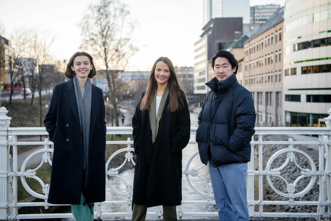 Leila Feratovic (fra venstre), Emilie Solberg og Jonas Solgård har alle fått fast jobb i Dagens Næringsliv.