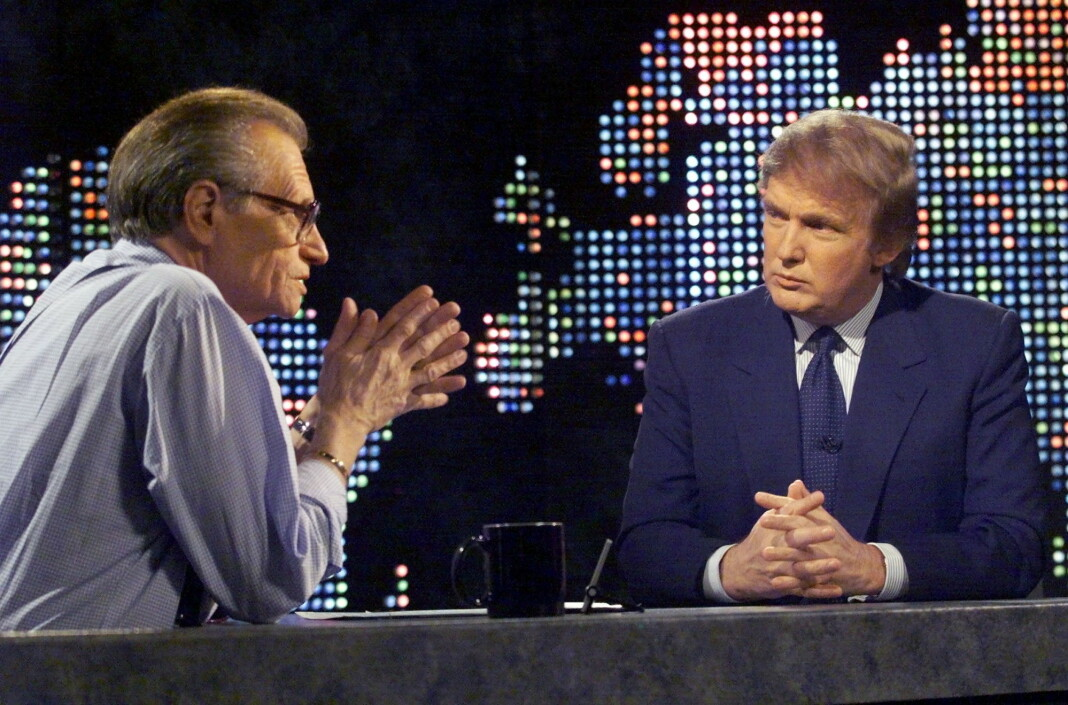 Larry King intervjuer Donald Trump for Larry King Live på CNN i 1999.