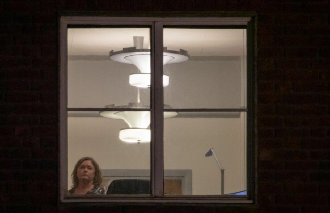 Høyres gruppeleder Anne Haabeth Rygg i Oslo bystyre ble fotografert med en «supertele» gjennom vinduet til kontoret sitt i femte etasje i Oslo Rådhus.