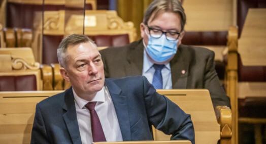 Kritiserer hemmelighold av forsvarsministerens navn på søkerliste