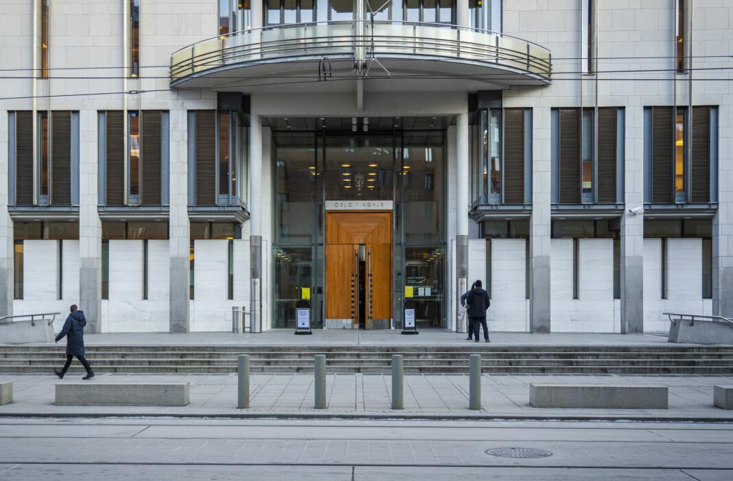 Mens dommerne i Oslo tingrett ville legge totalt referatforbud over en grov voldtektssak som startet tirsdag, konkluderte en enstemmig lagmannsrett med å oppheve referatforbudet.