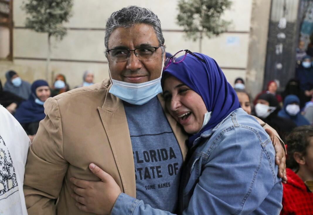 Mahmoud Hussein fotografert sammen med sin datter.
