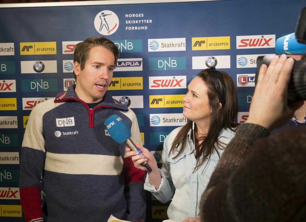 Under skiskytter-VM i 2016 var Emil Hegle Svendsen utøver. I år er han ekspertkommentator sammen med NRKs Ida Nysæter Rasch, men det blir fra studio på Marienlyst.