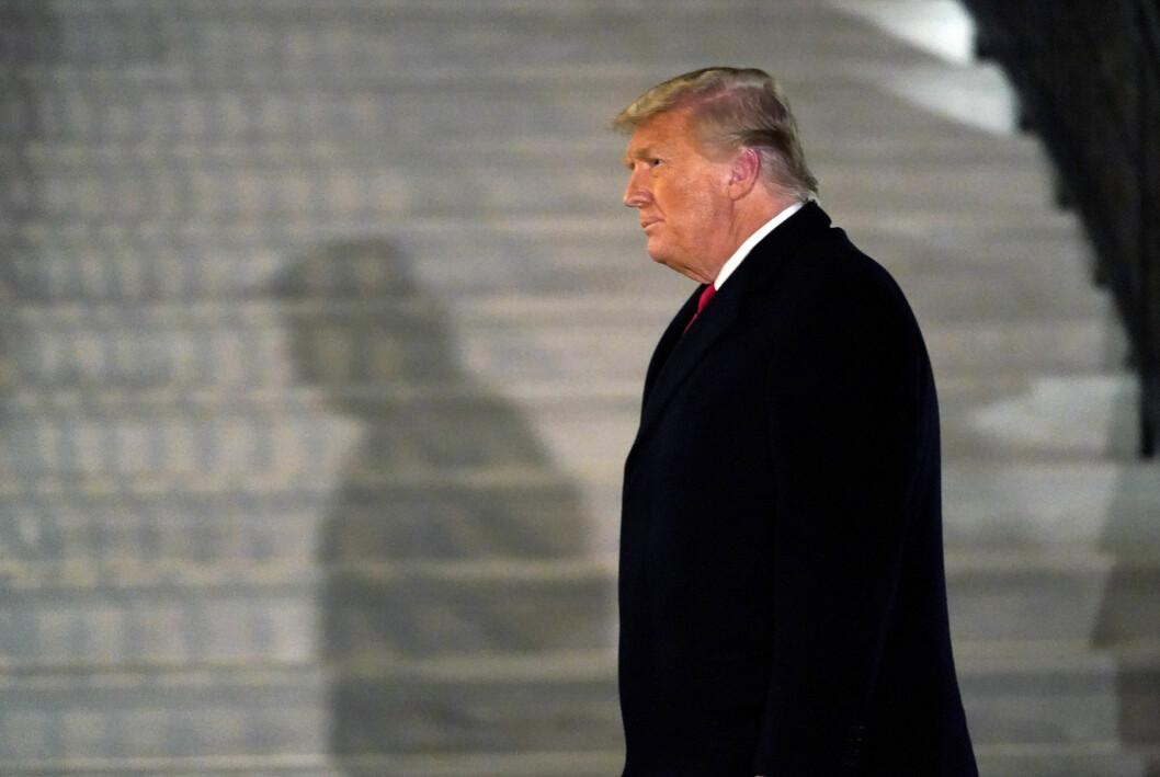 – Det Facebook, Twitter og Google har gjort, er en stor skam og en skam for landet vårt, sier Donald Trump.