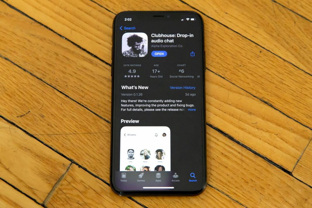 At Clubhouse-app-en har fått mye medieoppmerksomhet, betyr ikke at den kommer til å «forandre mediebildet for alltid», mener Selma Moren i Dagsavisen.