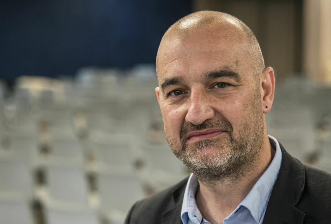Generalsekretær Anthony Bellanger i Den internasjonale journalistføderasjonen (IFJ) er overrasket over hvordan norske koronaregler rammer journalister.