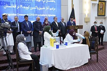 Journalist fikk korona-vaksine først i Afghanistan