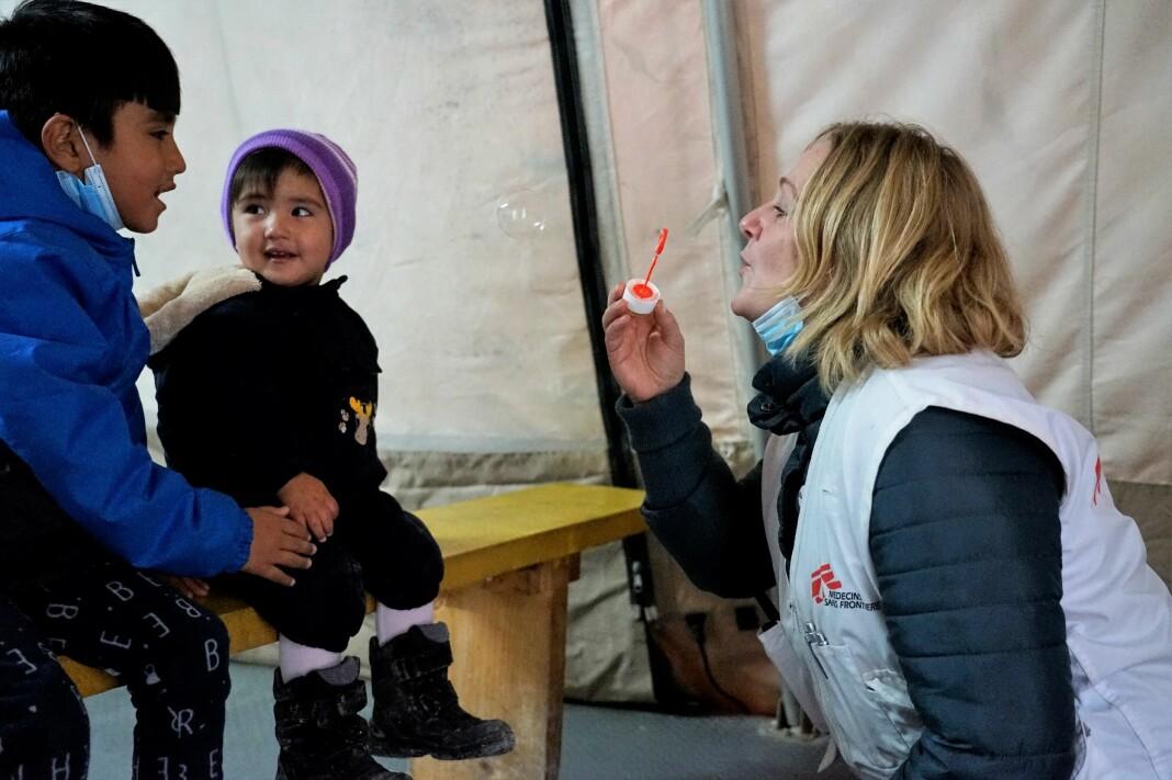Barnepsykolog Katrin Glatz Brubakk jobber for Leger uten grenser i Moria-leiren på den greske øya Lesvos.