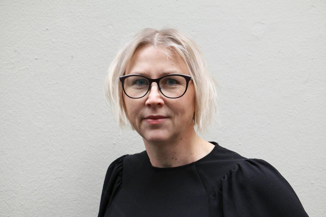 Gøril Huse, redaktør i lettlestavisa Klar Tale, synes helsemyndighetene har hatt en vei å gå for å kommunisere enkelt om korona.