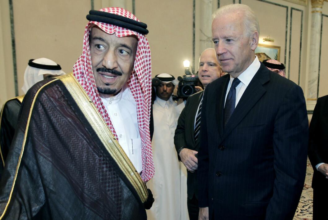 Joe Biden sammen med daværende prins Salman i oktober 2011. Da var Biden i Riyadh som visepresident.