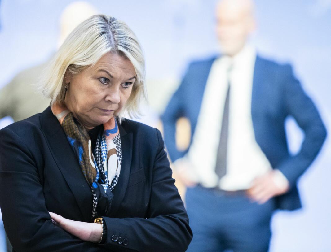 Justis- og beredskapsminister Monica Mæland (H) sier justisdepartementet har prioritert krisehåndtering framfor å gi mediene innsyn.