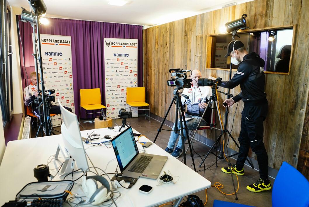 Alexander Stöckl er ifølge ham selv en «PC-nerd» og har ansvaret for strømmingen av hopplagets pressekonferanser under ski-VM.