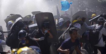 Fem medieselskaper mister lisensen i Myanmar