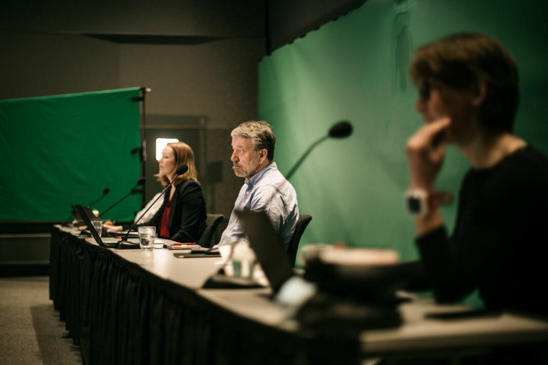 Ingrid Langeland Olderbakk (NRK), Sven Arne Buggeland (VG) og Daniel Rosenquist (P4) er ordstyrere under landsmøtet og sitter i rommet ved siden av ledelsen i NJ.