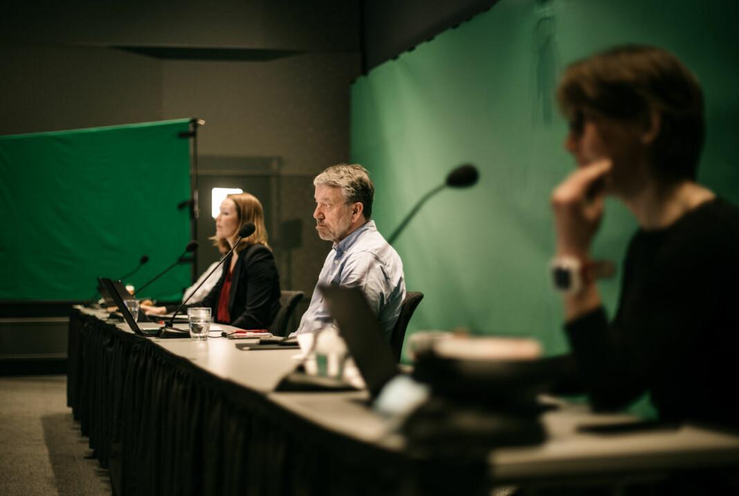 NJ-landsmøtet gjennomføres digitalt. En liten gruppe mennesker styrer møtet fra et hotell ikke langt fra Oslo Lufthavn.