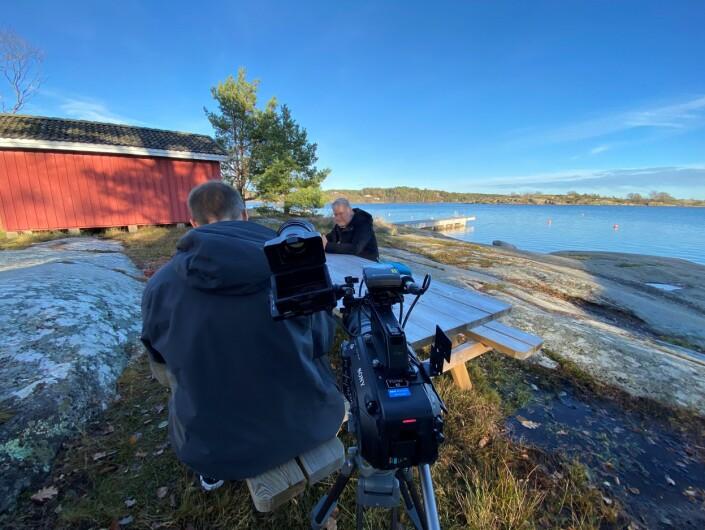 Rune Christoffer Holm intervjuer Tom Ravndal i Vestfolds skjærgård.