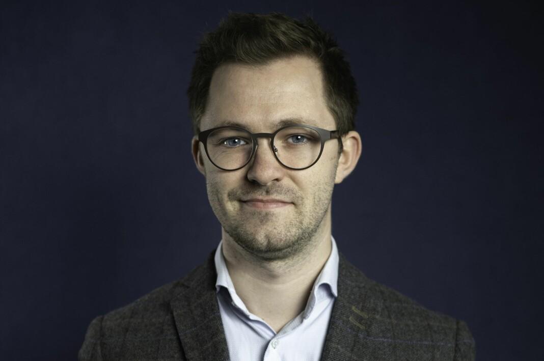 – Eg brenn for å gjere dei smått utilgjengelege prosessane i norsk politikk og utanrikspolitikk tilgjengeleg for vanlege folk, seier Emil André Erstad.