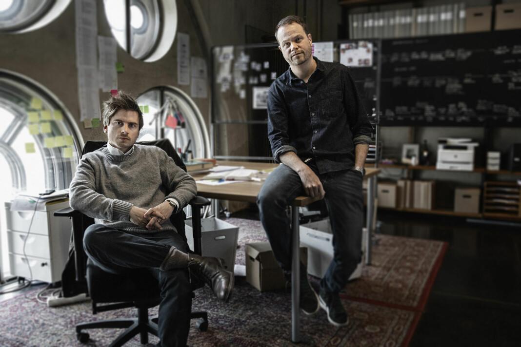 Martin Johnson (t.v.) og Anton Berg graver i en av Skandinavias mest famøse kriminalsaker i dokumentarserien «Knutby. I blind tro».