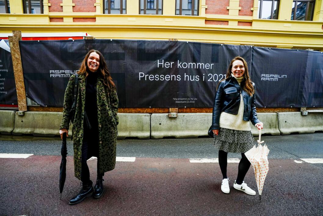 Siri Skaalmo (t.v.) og Guri Istad utenfor Pressens hus i Oslo.