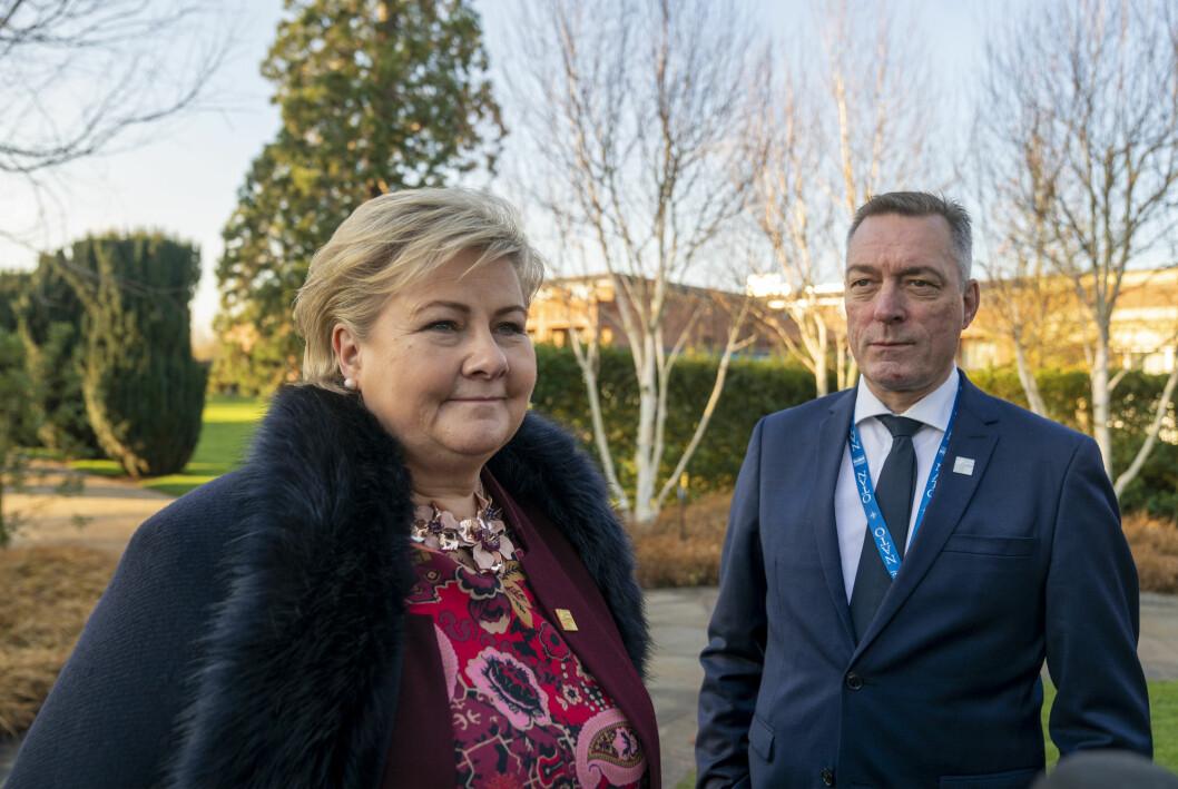 Statsminister Erna Solberg (H) mener forsvarsminister Frank Bakke-Jensen (H) burde stått på søkerlistene til stillingen som fiskeridirektør.