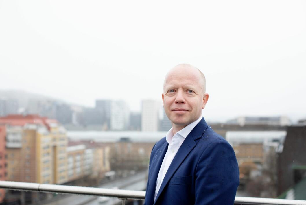 – Ambisjonene er å være størst og best på næringslivsnyheter i Norge, og verdensledende innen de tre segmentene shipping, sjømat og energi, sier NHST-konsernsjef Trond Sundnes.