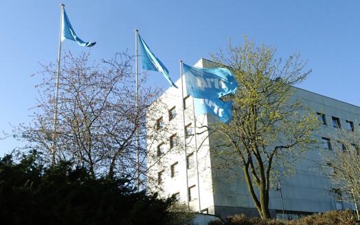 NRK halverte reisekostnadene i koronaåret