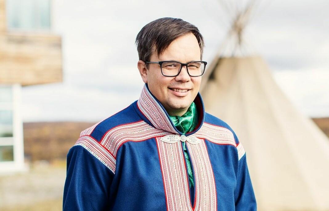Johan Ailo Kalstad kommer fra jobben som direktør ved Sámi allaskuvla - Samisk høgskole.
