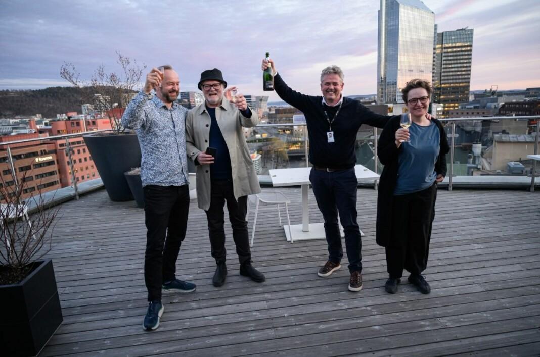 Hovedprisen gikk til Dagens Næringsliv for «Equinor-skandalen i USA». Fra venstre: Frode Frøyland, Lars Backe Madsen, Morten Ånestad og Gry Egenes.