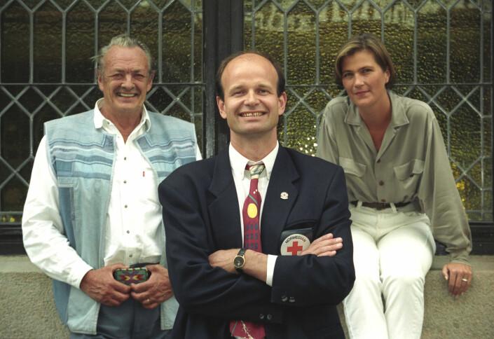 Erik Bye, Sven Mollekleiv og Siv Nordrum fotografert i forbindelse med tv-aksjonen i 1993.