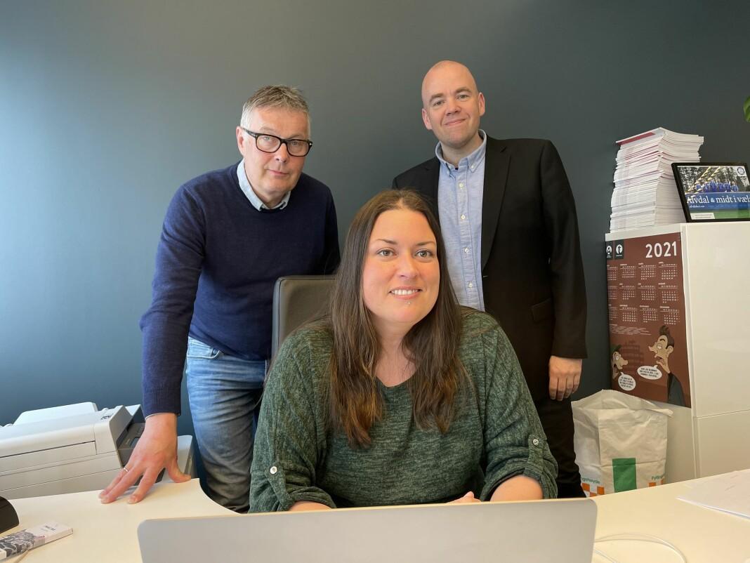 Ivar Thoresen (t.v.), redaktør Liv Maren Mæhre Vold og Tom Martin Kj. Hartviksen.