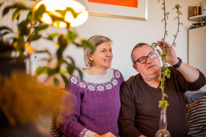 – Jeg driver også med med innendørs rips, sier Tore Fjeld. Kona Bjørnhild er den som kan mest om hager av de to. Tore har ansvaret for å drive nettsiden.