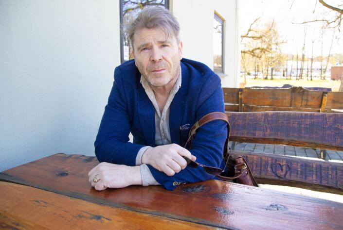 Jan Magne Stensrud måtte gå på dagen som ansvarlig redaktør i Drangedalsposten. Det reagerer hans advokat sterkt på.