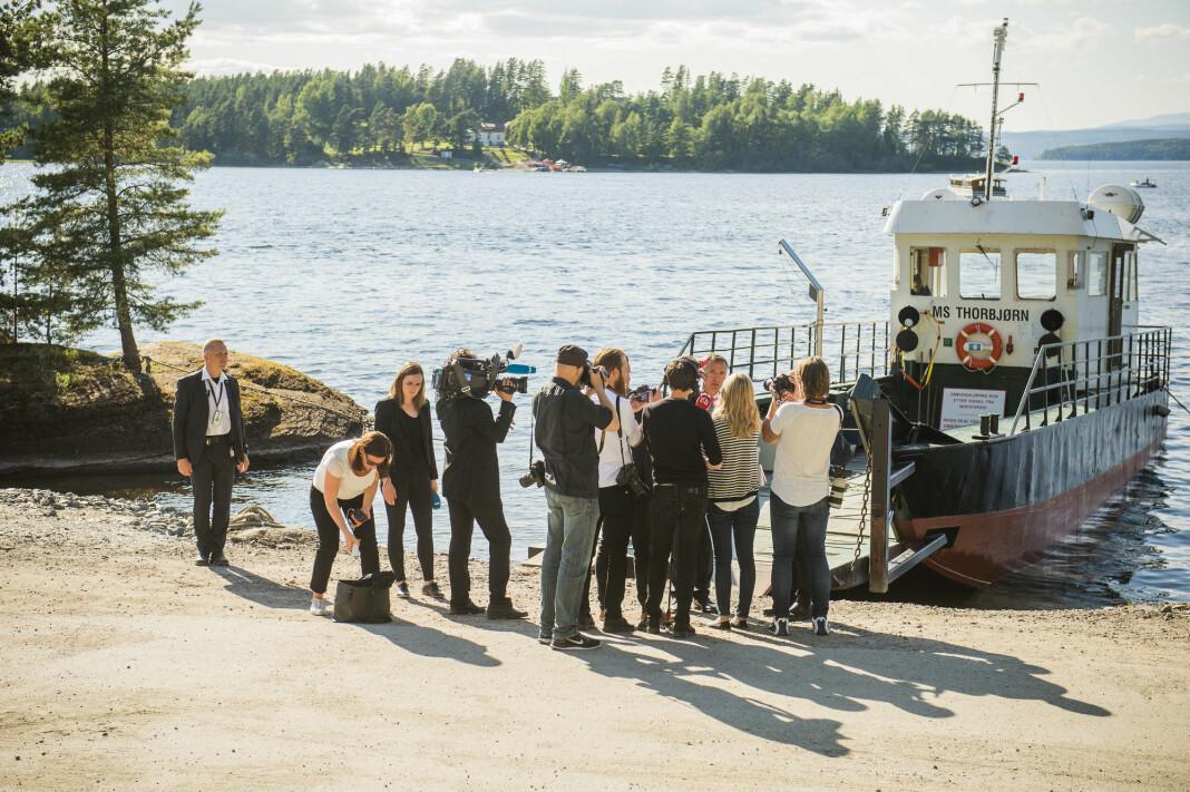 Utøya-overlevende og journalister skal utveksle erfaringer. Dette bildet er tatt etter en minnemarkering i 2015.