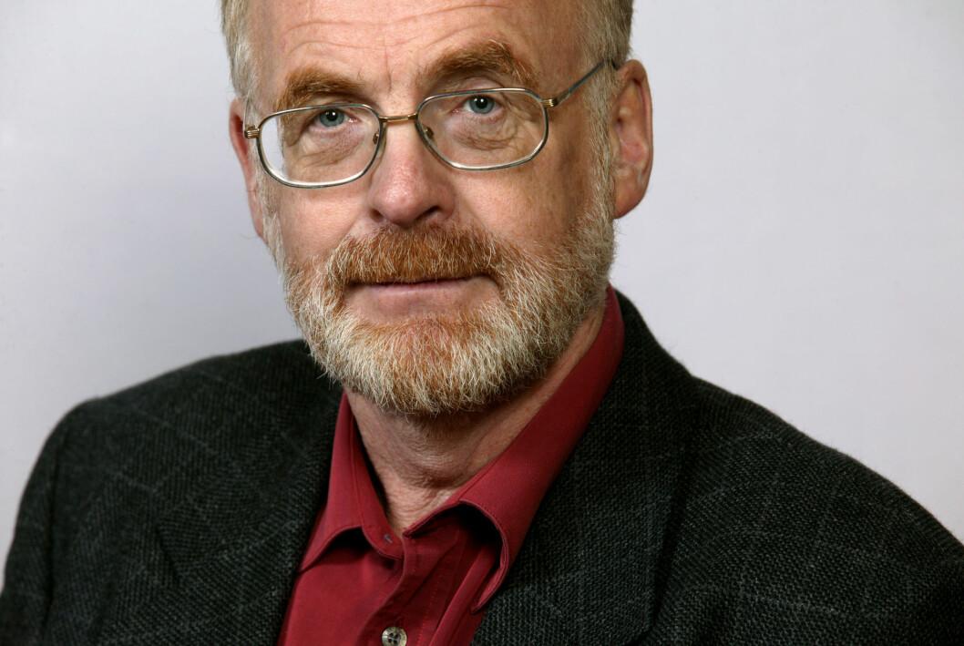 Tidligere nyhetsredaktør i Aftenposten, Ola Bernhus, døde fredag.