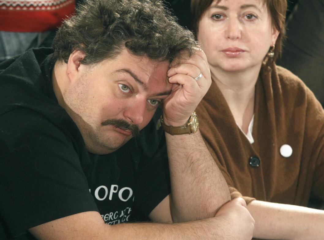 Den regimekritiske russiske poeten og journalisten Dmitrij Bykov, her på et bilde fra 2012, ble akutt syk og falt i koma under en foredragsturné i april i forfjor.