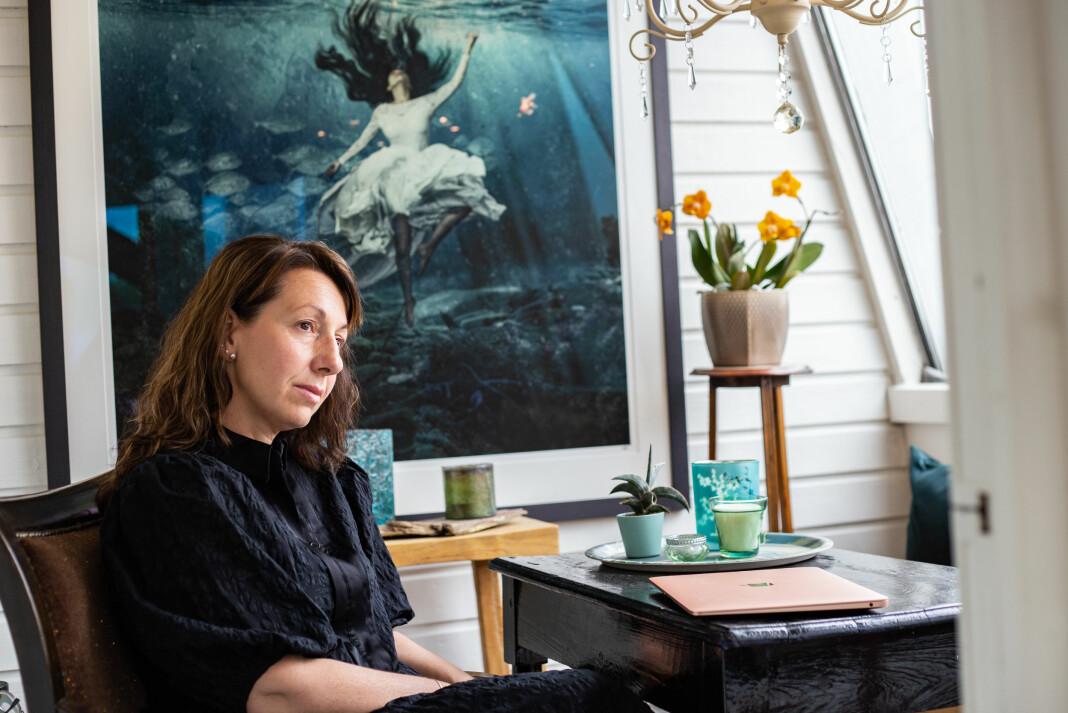 Nå er det snart tyve år siden Kristina Quintano begynte å samle, intervjue og dokumentere båtflyktningers historier: «Hver gang vi tar et skritt ut i Middelhavet svømmer vi i noens grav», skriver hun i ny bok.
