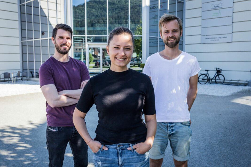 Idar Stadheim, Cecilie Brendehaug Rysjedal og Ivar Bruvik Sætre i Firda sin redaksjon. På jakt etter ein ny kollega
