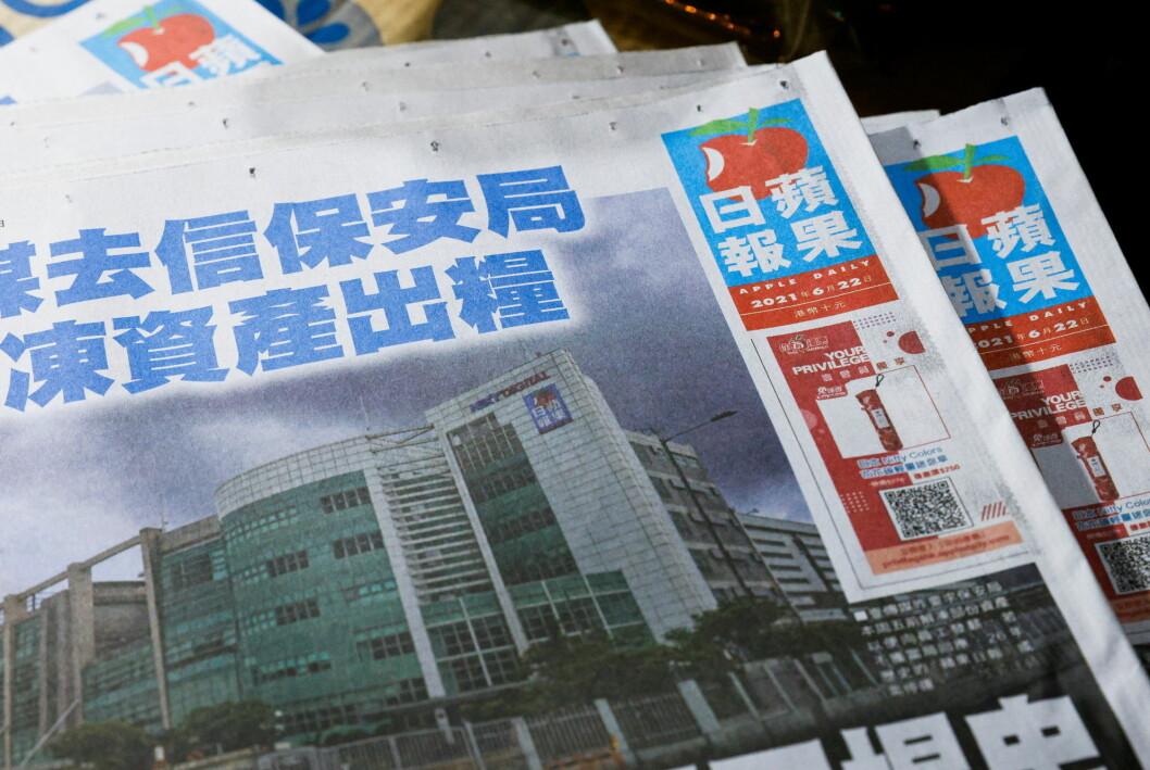En av lederskribentene i den prodemokratiske avisen Apple Daily i Hongkong er pågrepet.