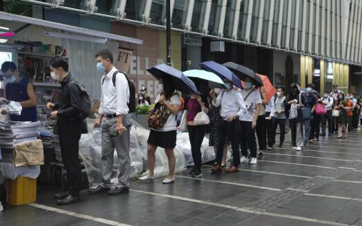 Hongkongkinesere i kø for siste utgave av Kina-kritisk avis