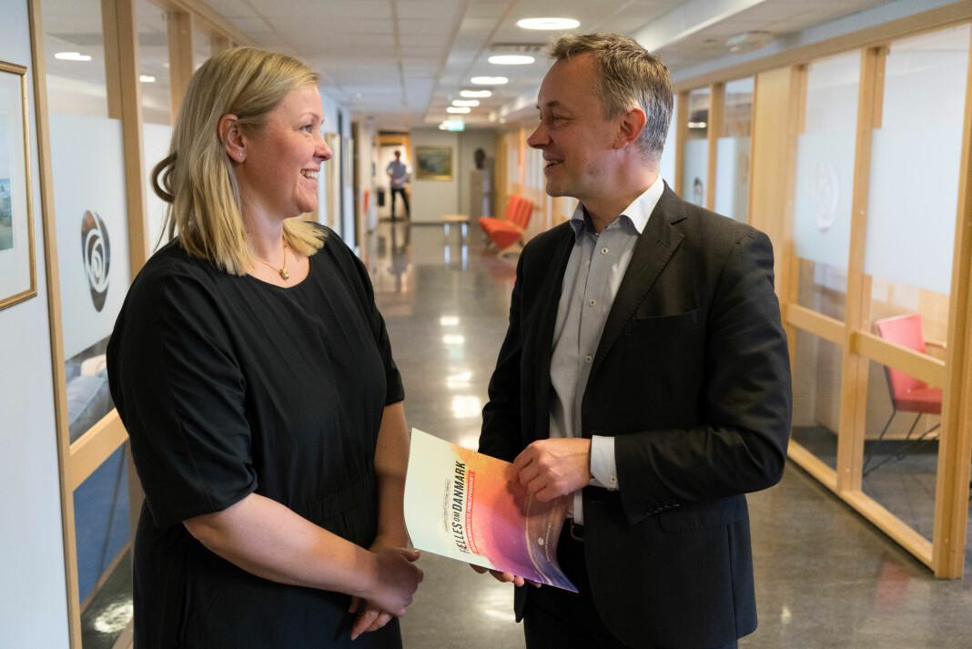 Jan Juul Christensen er en høyst reell partisekretær hos danske Socialdemokraterne. Her med partisekretær Kjersti Stenseng i norske Arbeiderpartiet.