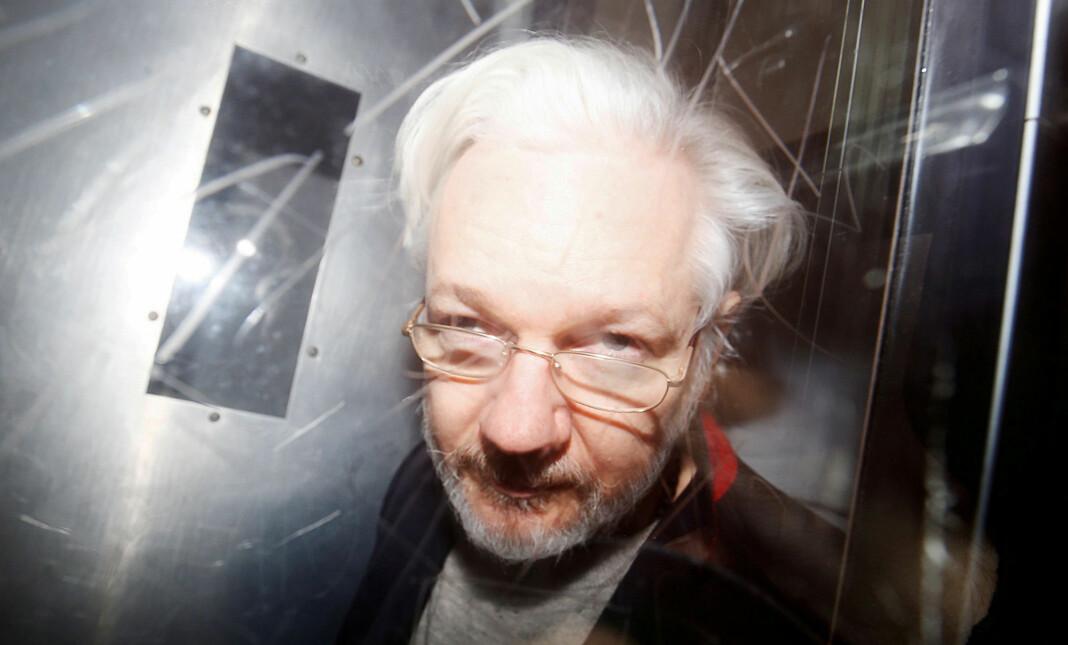 Utleveringsbegjæringen av Julian Assange til USA skal opp for britisk høyesterett. Her Assange på vei ut av retten i London i januar 2020.