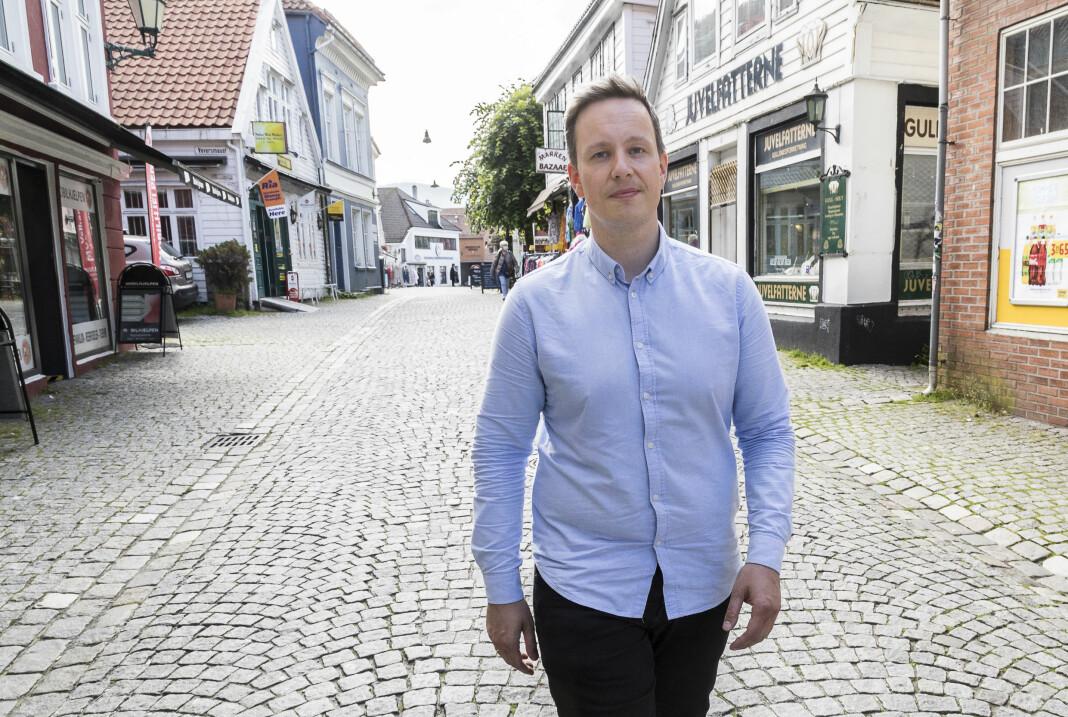 Magnus Hoem Iversen har forsket på sosiale medier og mener at vi ikke har tatt innover oss alt ser likt ut på de sosiale mediene.