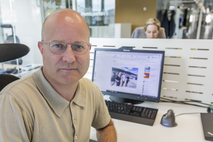 Kommunikasjonsrådgiver Trond Albert Skjelbred i Apriil mener at selvom innpakningen er lik på sosiale medier, går det an å skille seg ut. På andre siden av bordet sitter kollega Silje Ulveseth.