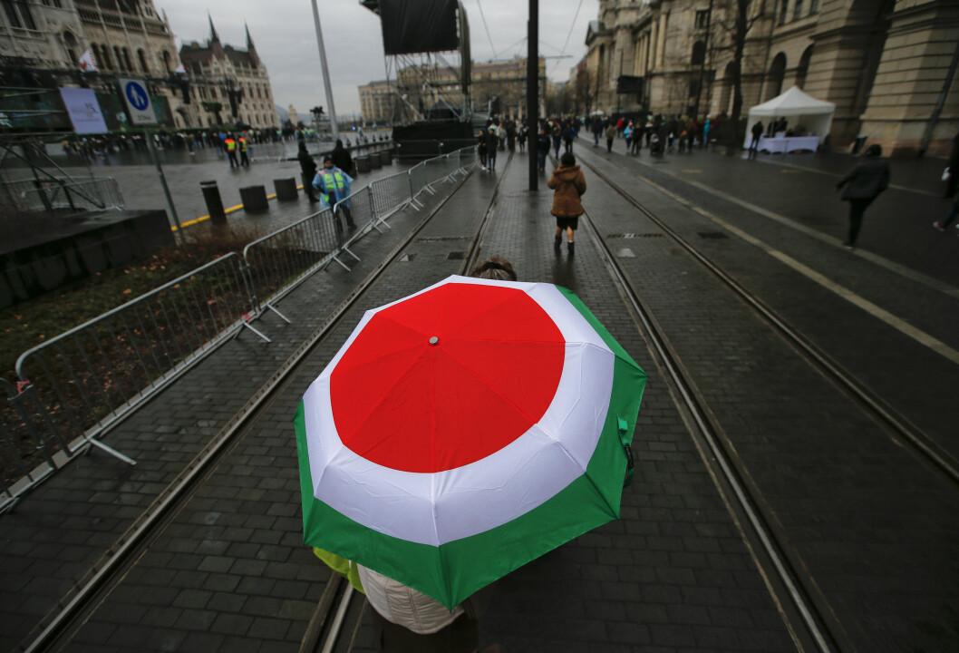 Graveprosjektet som ble presentert søndag, har fått tre medlemmer av den nasjonale sikkerhetskomiteen i Ungarns nasjonalforsamling til å kreve at det hasteinnkalles til et møte.