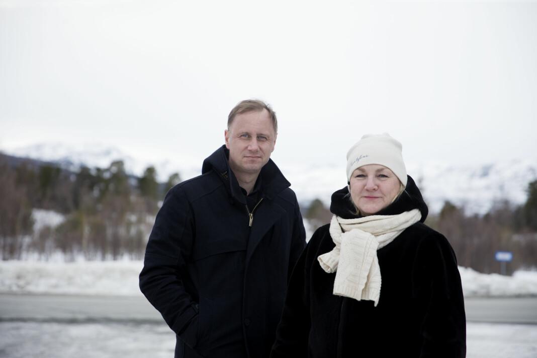Fotografen Kim Nygård (t.v.) har sammen med Adresseavisen-kollega Grete Holstad dokumentert vindkraftutbyggingen i Trøndelag de siste årene og dekket de ulike sidene av konflikten. Nå blir Nygårds fotografier samlet i en bildebok som skal gis ut av Adresseavisen.