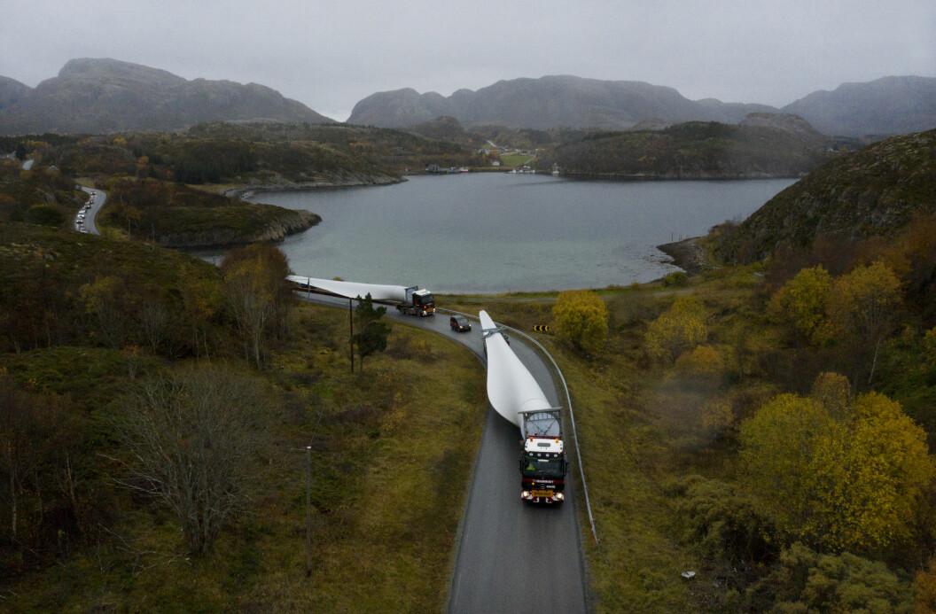 Vingeblader fraktes til Valsneset i Bjugn i oktober 2019.