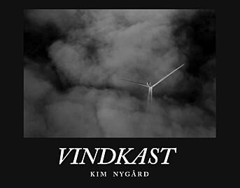 Boka er et produkt av fotojournalistikk Kim Nygård har gjort på vindkraftutbygging i Adresseavisen over flere år. Den blir gitt ut av Adresseavisen