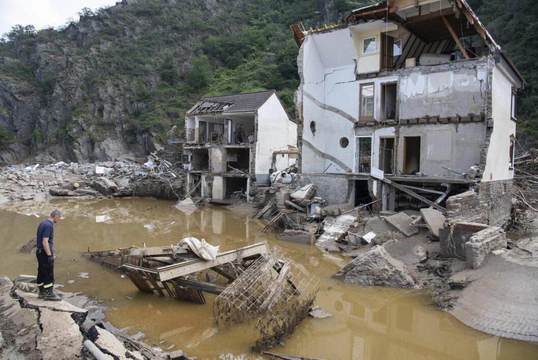 Flommen i Tyskland kostet minst 177 liv og fortsatt er mange savnet.