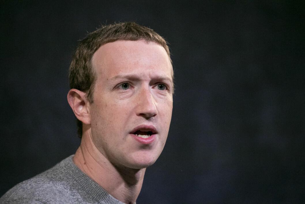 Facebook-sjef Mark Zuckerberg har utfordringer med amerikanske myndigheter, men brukerne skremmes ikke vekk.