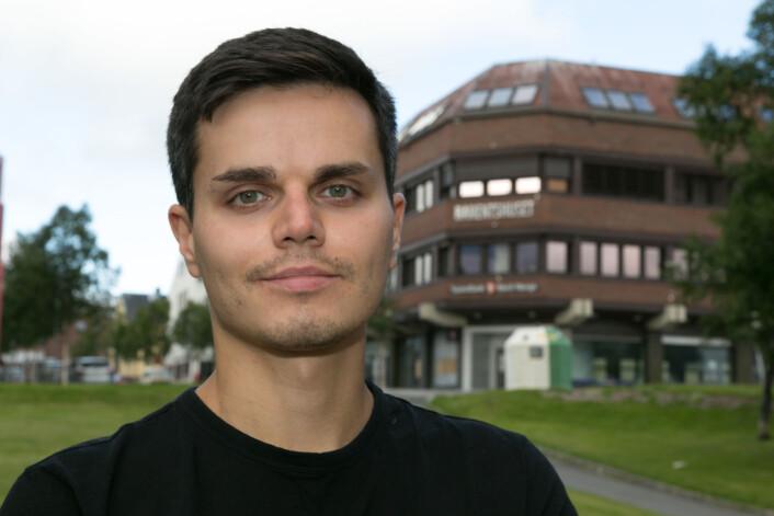 Roman er født i Russland, men nå er han ansatt som journalist på den norske siden av grensen